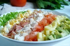 Салат «Кобб» вполне может заменить полноценный обед или ужин. Особенно обожают такую закуску мужчины — очень сытно и невероятно вкусно. Сочетание мяса с овощами и ароматнейшей заправкой —...