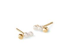 3 Pearls Earstick Elegant ørestik med 2 ferskvandsperler og 1 belagt sølvperle. Smuk at bruge som et par, men også elegant sammen med andre perleøreringe. Size.: 3x3 mm pearls.