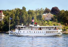 """""""Je conseille vivement une ou deux excursions en bateau par contre, avec cette compagnie Stockholm Sightseeing: rapport qualité/prix tip top et c'est très sympa de découvrir la ville depuis l'eau( quand il fait beau en revanche^^) http://www.stromma.se/...ghtseeing/Stockholm/"""""""