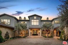 Modern Farmhouse Design, Modern Farmhouse Exterior, Farmhouse Style, Luxury Apartments, Luxury Homes, Napa Style, Modern Architects, House Siding, Apartment Design