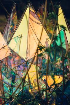 岩手県花巻にある宮沢賢治童話村にて 宮沢賢治生誕120周年を記念して 記念事業がスタート 宮沢賢治の代表作 「銀河鉄道の夜」「どんぐりと山猫」の作品世界を表現 どんぐりのオブジェの足元には半年の時間を Beautiful Dream, Beautiful Images, Hall Of Mirrors, Plastic Art, Art Festival, Light Art, Fractal Art, Installation Art, Beautiful Landscapes