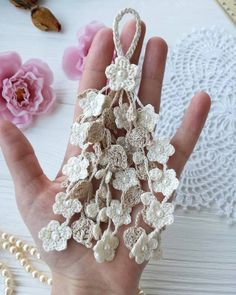 Crochet tassel pattern – Pin's Page Crochet Leaves, Crochet Motifs, Crochet Flower Patterns, Freeform Crochet, Irish Crochet, Crochet Designs, Easy Crochet, Crochet Small Flower, Crochet Flowers