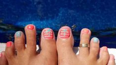20 Cute and Easy Toenail Designs for Summer - The Trend Spotter Cute Toenail Designs, Pedicure Designs, Diy Nail Designs, Summer Nails Neon, Summer Nails 2018, Glitter Manicure, Diy Nails, Christmas Nail Designs, Christmas Nails