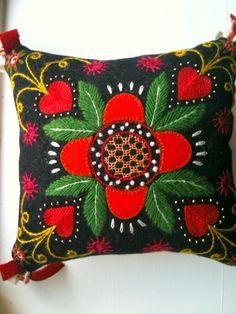 Frånhttp://hemskapat.blogspot.se/2010/10/yllebroderier.html