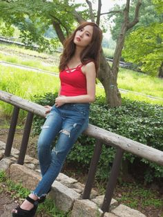 Cute Japanese Girl, Chinese Model, Beautiful Asian Women, Fine China, Asian Woman, Bell Bottom Jeans, Outfits, Image, Korea