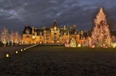 The incredibly beautiful Biltmore House in Asheville NC. Completed in 1895 and belonging to the Vanderbilt family it's the largest private residence in the US.a must see during the Holidays! North Carolina Mountains, North Carolina Homes, Churchill, Biltmore Estate Christmas, Historic Homes, Oh The Places You'll Go, Vacation Spots, House Tours, Beautiful Places