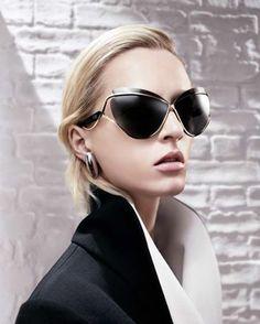 Que os parecen las Dior que lleva nuestra amiga Uma. Disponibles como siempre en Johnny Pavanni #BeaPavanni #ThurmanPavanni