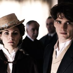 Gran Hotel: Julio and Alicia. I love this tv show sooo much! It's a beautiful Spanish production that can be comparable to downton abbey and the paradise all together! Series Movies, Tv Series, Storm And Silence, Grande Hotel, Night King, Film Inspiration, Best Series, Period Dramas, Movie Tv