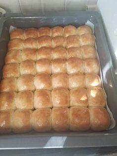 Αφράτα και λαχταριστά ψωμάκια τύπου brioche ιδανικά για κολατσιό 1 Hot Dog Buns, Hot Dogs, Bread, Food, Gourmet, Brioche, Brot, Essen, Baking
