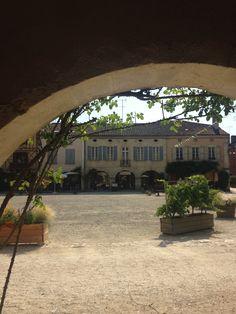 La place de Labastide d'Armagnac vue des arcades #labastide #armagnac #landes #arcades #sunny