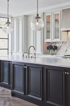 To make the kitchen decoration becomes more attractive, sometimes you need the glass kitchen cabinet doors to display. Choosing the glass front design. Kitchen Interior, New Kitchen, Kitchen Decor, Island Kitchen, Updated Kitchen, Kitchen Pantry, Black Kitchens, Home Kitchens, Kitchen Black