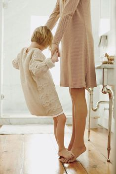 """[image via] """"Slow parenting cherishes quality over quantity, being in the moment, and making meaningful connections with your family. Slow parenting is organi Fashion Kids, Kids Mode, Kind Photo, Foto Baby, Foto Pose, Mother And Child, Mother Daughters, Mother Daughter Photos, Mother Mother"""