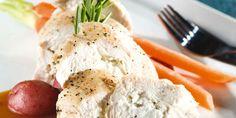 Suprêmes de poulet farcis au féta, sauce au romarin et à l'ail