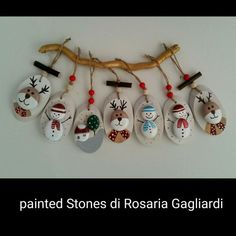 christmas paintings Christmas painting on stones and pebbles: 125 ideas for creativity with children Christmas Pebble Art, Christmas Rock, Natural Christmas, Wood Ornaments, Diy Christmas Ornaments, Holiday Crafts, Christmas Decorations, Stone Crafts, Rock Crafts