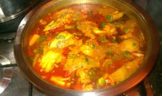 Spicy chicken curry cooked in a thick sauce and other Cape Malay curries A Food, Food And Drink, Malay Food, Baked Fish, Curry Recipes, Stuffed Green Peppers, How To Cook Chicken, Soup And Salad, Chicken Curry