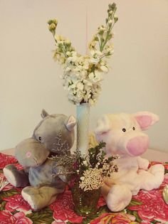 dollar store stuffed animals for the #babyshower  lauraolsenevents.com