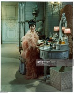 """Natalie Wood as Gypsy Rose Lee Bouidior in the movie """"Gypsy."""" One of two favorite Natalie movies. The costumes on her are so beautiful. (So is her body - amazing! Love Vintage, Vintage Glamour, Vintage Beauty, Vintage Fashion, Vintage Style, 1920s Style, Vintage Vibes, Vintage Lingerie, Vintage Pink"""