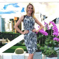 @ahickmann com o vestido de neoprene estampado da nossa nova coleção! #neoprene #anahickmann #shoulderfashion
