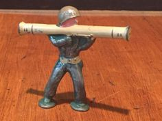Antique-Vintage-BARCLAY-PODFOOT-Lead-Toy-Soldier-Firing-Bazooka-in-Green