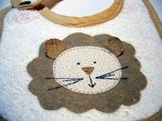 Bavaglino fatto a mano con leone - Handmade lion baby bib