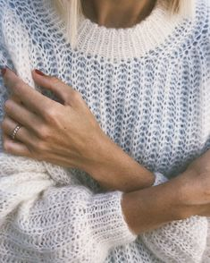 Ravelry: September Sweater pattern by PetiteKnit Informations About September Sweater Pin You can ea Easy Sweater Knitting Patterns, Knitting Stitches, Free Knitting, Knitting Ideas, Jumpers For Women, Sweaters For Women, Norwegian Knitting Designs, Dress Sewing Tutorials, Bruges