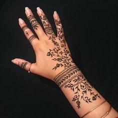45 Trending Bangle mehndi designs for hands – Henna Henna Tattoo Hand, Henna Tattoo Muster, Henna Style Tattoos, Henna Inspired Tattoos, Henna Tattoo Designs Simple, Finger Henna Designs, Mehndi Designs For Fingers, Paisley Tattoos, Mandala Tattoo
