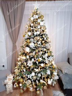 Ako ozdobiť vianočný stromček ? trendy pre rok 2020   Svet Stromčekov Christmas Tree, Trendy, Holiday Decor, Home Decor, Teal Christmas Tree, Decoration Home, Room Decor, Xmas Trees, Christmas Trees