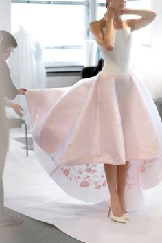 What's New In The Old World Of Couture? Style Couture, Couture Fashion, Runway Fashion, High Fashion, Fashion Show, 80s Fashion, Korean Fashion, Fashion Brands, Evening Dresses