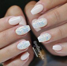 Elegant sparkly short nails