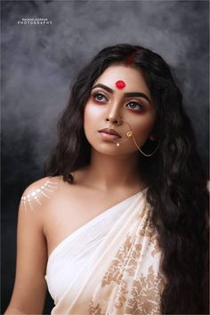 I love this photo, I just wish it was of better resolution. Indian Women Painting, Indian Art Paintings, Indian Photoshoot, Saree Photoshoot, Beautiful Girl Indian, Beautiful Indian Actress, Beautiful Women, Indian Photography, Portrait Photography
