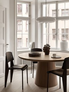 Neutral dining room Trendy design for luxury dining room decor ideas you need to know. Dining Room Design, Dining Room Furniture, Furniture Decor, Deco Cool, Swedish Interiors, Cheap Home Decor, Home Decor Accessories, Room Interior, Interior Livingroom