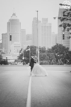 Manifesto - Example of city / on road picture I love so much! Wedding Pics, Wedding Day, Wedding Dresses, Road Pictures, High School Sweethearts, Engagement Session, Photographers, College, City