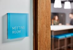 Browse and discover thousands of office design and workplace design photos - tagged and curated to make your search faster and easier. Directional Signage, Wayfinding Signage, Signage Design, Corporate Office Design, Office Branding, Identity Branding, Visual Identity, Environmental Graphic Design, Environmental Graphics