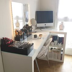 Zimmer ❤ Trendy makeup vanity organization ideas heavens Do Your Own Landscaping Design Makeup Vanity Decor, Makeup Rooms, Diy Makeup, Makeup Vanity Organization, Modern Makeup Vanity, Vanity Room, Vanity Desk, Beds For Small Spaces, Glam Room