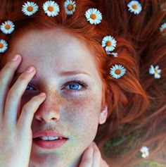 photography portrait nature red hair long hair Freckles Maja Topcagic Asima Sefic love love love, how i wish i was a redhead People With Red Hair, Kreative Portraits, Fair Complexion, Photo Portrait, Photo Art, Portrait Ideas, Belle Photo, Photography Poses, Learn Photography