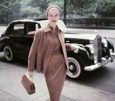 Classy, feminine, modest. The  perfect model of the  Dramatic Style.  vintagefabrics.blogspot.com  I admire the dramatic style a lot. It i...