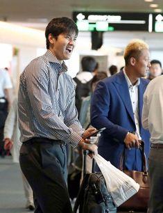 "Ohtani Fan on Twitter: ""What a cutie! 😍 #大谷翔平… "" Baseball Boys, Baseball Players, Fan, Guys, Twitter, Sports, Real Life, Japanese, Hs Sports"