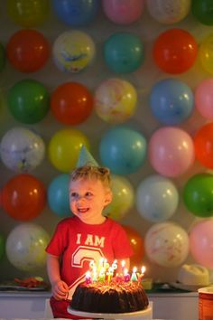 Balloon wall for the Birthday Boy - great idea !!