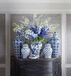 Blue and white ginger jars in classic, modern designs. Blue And White Living Room, Blue And White Vase, Blue Willow Decor, Blue Pottery, Chinoiserie Chic, Blue Rooms, White Home Decor, Blue China, Ginger Jars