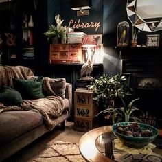 Eclectic Living Room Designs Incorporating Beautiful Mix of Interior Arts - Home Professional Decoration Dark Living Rooms, Eclectic Living Room, Boho Living Room, Eclectic Decor, Home And Living, Bohemian Living, Modern Living, Cozy Living, Living Room Vintage