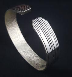 Bracelet « Fais pas chier » en argent massif fabriqué à la main en France. Wedding Rings, France, Engagement Rings, Bracelets, Silver, Jewelry, Hand Made, Hands, Jewerly
