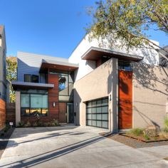 StudioMET Architects designed this single family home in central Houston, Texa
