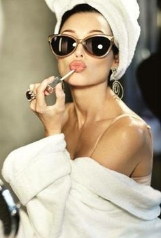Every Women need a #bathrobe when they are applying some make up and brushing their hairs.