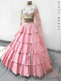 New Fashion Design Sketches Indian Lehenga Choli Ideas Lehenga Choli, Lehenga Indien, Lehnga Dress, Red Lehenga, Anarkali, Indian Wedding Lehenga, Indian Lehenga, Indian Wedding Outfits, Bridal Outfits