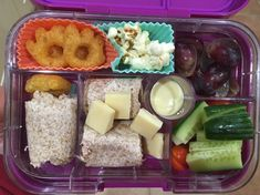 Tuna mayo wholemeal wrap, cubes do Arla Lactofree cheddar cheese, cucumber, tomatoes, salad cream, red grapes, beef monster claws and popcorn. #Arlalactofreecheese #lactosefree  #milkfree Lactose Free Lunches, Tuna Mayo, Salad Cream, Red Grapes, Cheddar Cheese, Cubes, Popcorn, Tomatoes, Cucumber