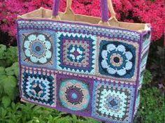 Afbeeldingsresultaat voor ah tas haken Crochet Tote, Crochet Handbags, Crochet Purses, Diy Crochet, Granny Square Bag, Baby Girl Crochet, Knitted Bags, Yarn Colors, Crochet Accessories