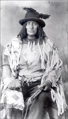 Little Chief 1889. I've also seen this man described as Bulls Head, Old Sarcee Chief n.d. in another pinned photo. JE   #GeorgeTupak