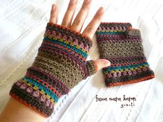crochet hand warmers (want these to keep my hands warm at practice! Crochet Mittens Free Pattern, Form Crochet, Crochet Hooks, Crochet Baby, Knit Crochet, Crochet Patterns, Hat Patterns, Crochet Granny, Stitch Patterns