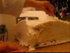 Cake Decorating : How To Make A Pillow Cake