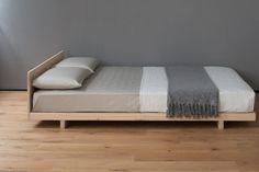 Unique Japanese Bedroom for Your Home. Japanese bedroom design style has unique characteristics. Japanese interior is about how to design the space that blends with nature. Bedroom Bed, Bedroom Furniture, Furniture Design, Luxury Furniture, Modern Furniture, Bedrooms, Korean Bedroom, Cama Tatami, Japanese Bedroom Decor